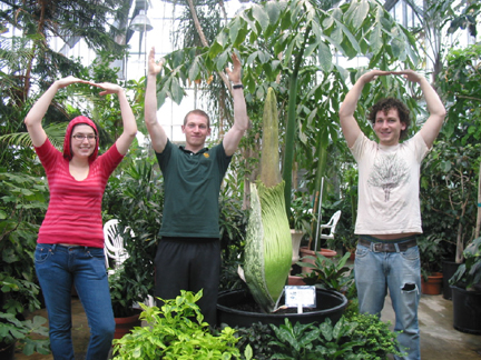 Students performaing O-H-I-O with Titan Arum